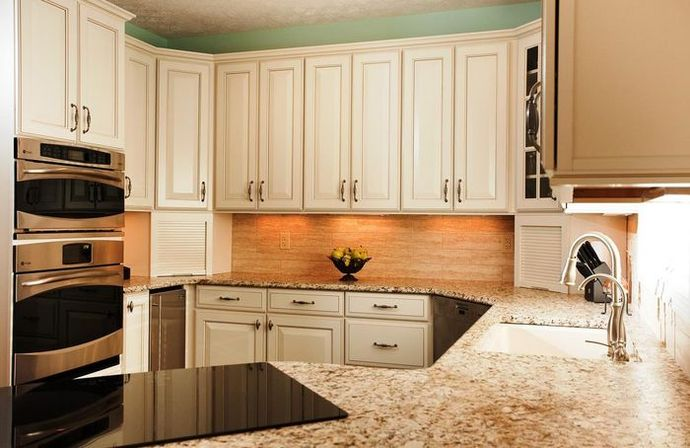 How to choose kitchen cabinet colors?