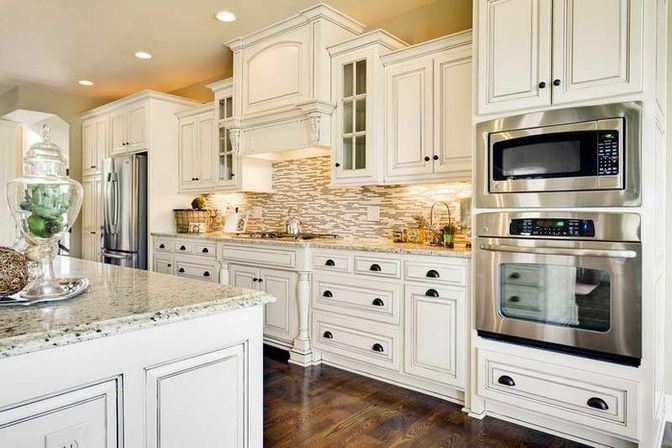 Antique white kitchen cabinets 16 photo kitchens for Model kitchens with white cabinets