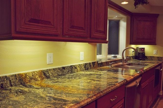Kitchen under cabinet lighting: usuful and decorative solutions