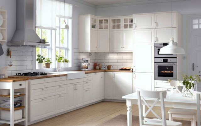 The white kitchen is a fashionable trend in modern design