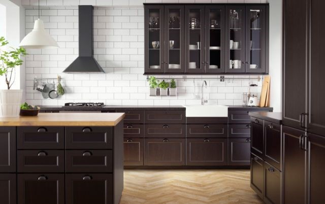 Kitchens in wood tones