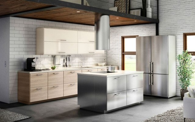 a kitchen design in wood but with a more industrial style with that touch of metal extractor tube