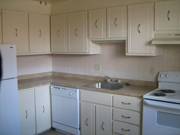 White kitchen cabinets with white appliances, tips and photo ...