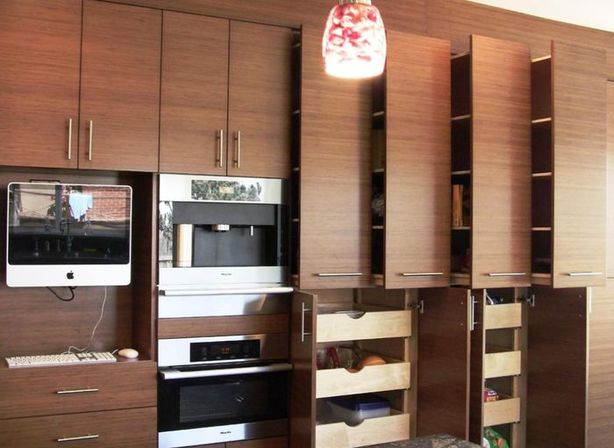 The advantages of the bamboo kitchen cabinets kitchens for Bamboo kitchen cabinets
