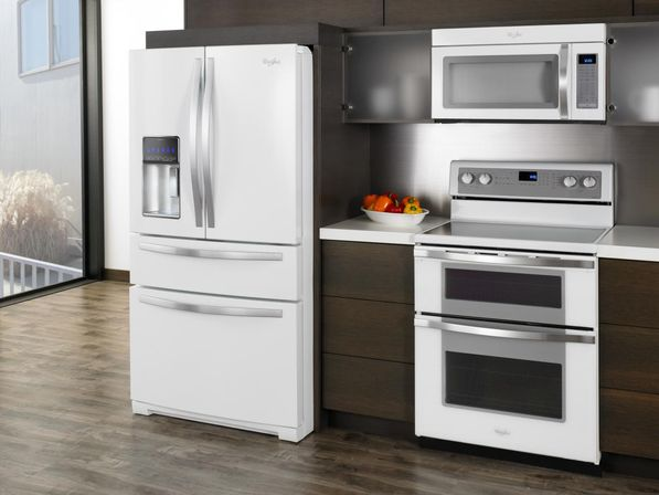 White kitchen cabinets with white appliances tips and for Kitchen designs with white appliances