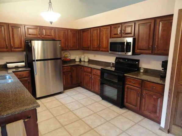 Thomasville kitchen cabinets values kitchens designs ideas for Kitchenette cabinets