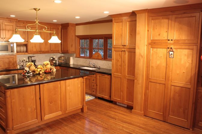Pine kitchen cabinets original rustic style kitchens for Pine kitchen furniture