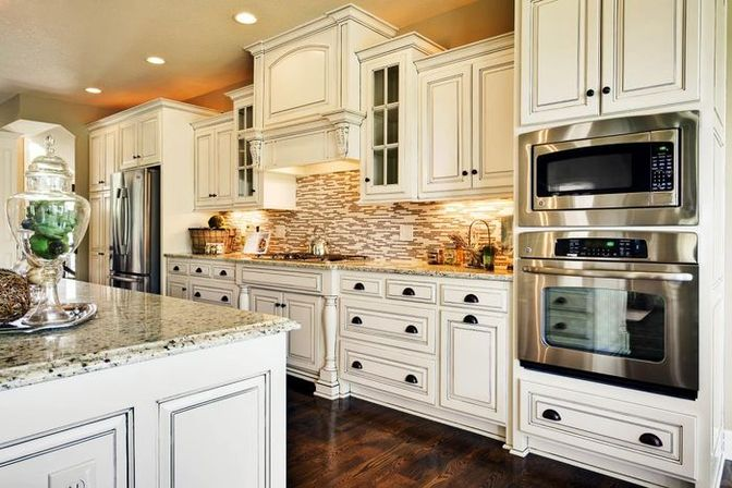 How to choose antique kitchen cabinets?